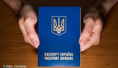 В Украине приравняли е-паспорта к бумажным:: где ими можно воспользоваться