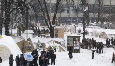Стягнули Нацгвардію, стоять автозаки: активісти заявляють про початок зачистки наметового містечка під Радою.