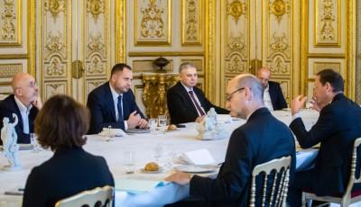 Три події світу. Євроатлантичний успіх, паризький вояж та маневр у Мінську
