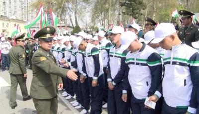 Таджикам официально разрешили откупаться деньгами от службы в армии