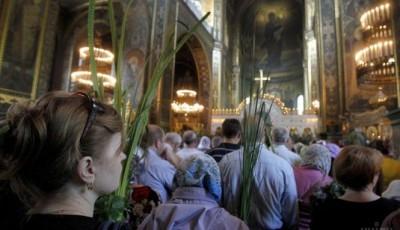 У храми завітали понад 200 тисяч вірян: у поліції розповіли про святкування Трійці