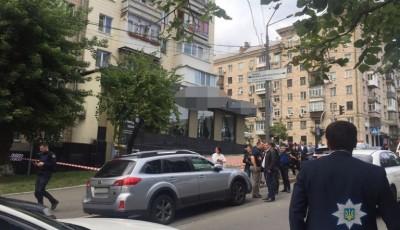 В центре Киева неизвестные обстреляли мужчину