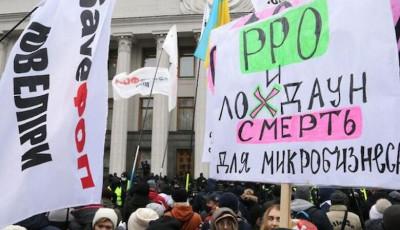 В Киеве будут судить полицейского, который напал на журналиста во время протеста ФОПов