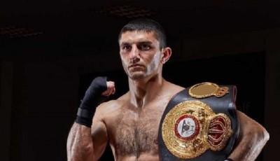 Украинский чемпион мира, защитивший титул со сломанной рукой, сразится за новый пояс