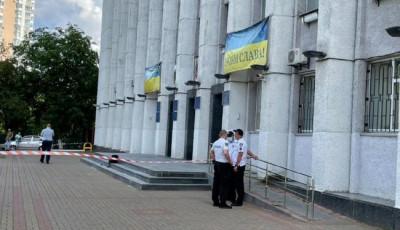 Мужчина устроил стрельбу возле горадминистарции Вышгорода: его задержали