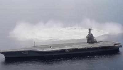 Американские военные взорвали 18-тонную бомбу рядом с авианосцем (видео)