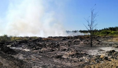 На Харківщині поблизу військових складів спалахнула пожежа