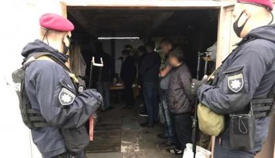 Викрадали людей і вимагали гроші: під Києвом орудувала банда, що представлялася копами (фото, відео)