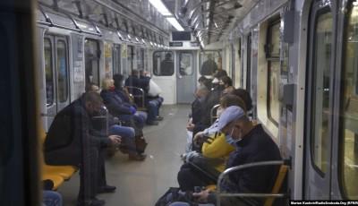 У Києві після двомісячного закриття через карантинні обмеження відновив роботу метрополітен