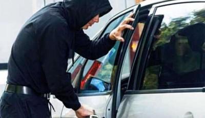 На АЗС у Києві грабіжники викрали з автівки підприємця майже пів мільйона гривень