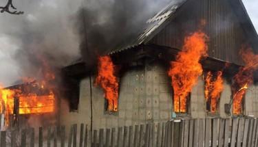 На пожаре в Павлограде погиб годовалый ребенок: малыша не вынесли из горящего дома