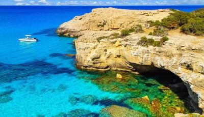 Кіпр обіцяє оплатити відпустку туристам, які інфікуються коронавірусом на острові