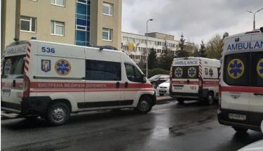 В Киеве женщина выпала из окна COVID-отделения больницы и погибла на месте