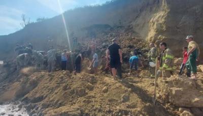 В Одесской области оползень сошел прямо на пляж. Под завалами могут находиться люди