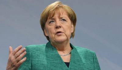 Меркель объяснила, почему выступила за проведение саммита ЕС-Россия