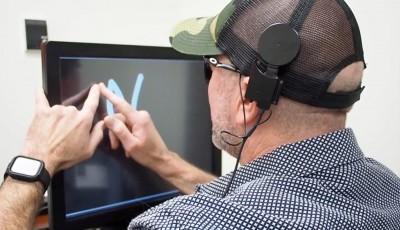 Новый имплантат поможет вернуть слепым способность читать, передавая изображения букв сразу в мозг