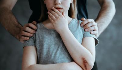 У Маріуполі чоловік намагався задушити школярку