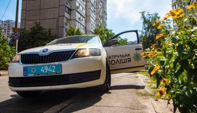 В Киеве раздетый мужчина три дня пролежал на земле с травмой позвоночника