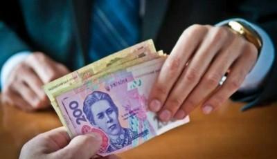 Погорів на хабарі: перед судом постане столичний податківець